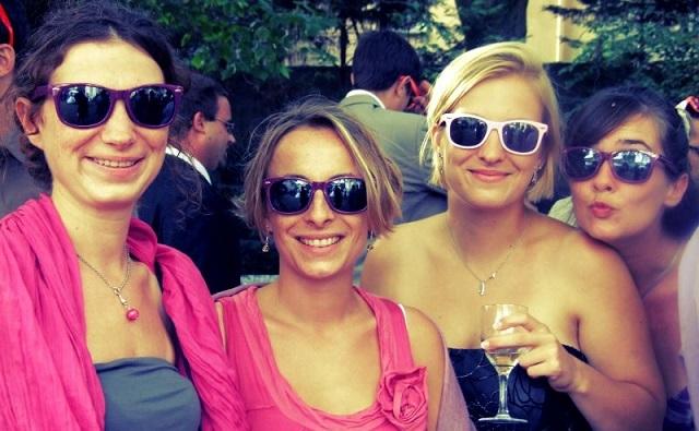 Cadeau original pour vos invités : des lunettes de soleil