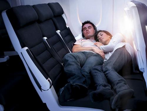 Voyage de noce : Comment dormir en avion ?