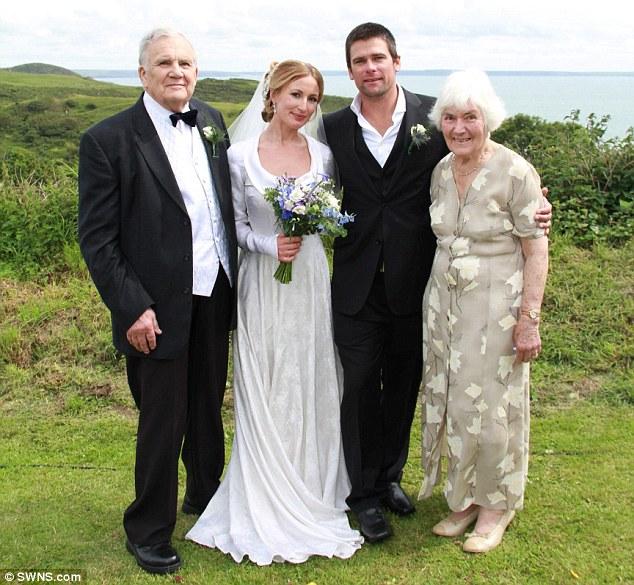 {Insolite} Robe de mariée d'occasion… Sur 3 générations !