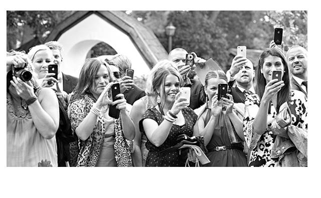 Mariage : 3 raisons de demander à vos invités d'éteindre leurs téléphones