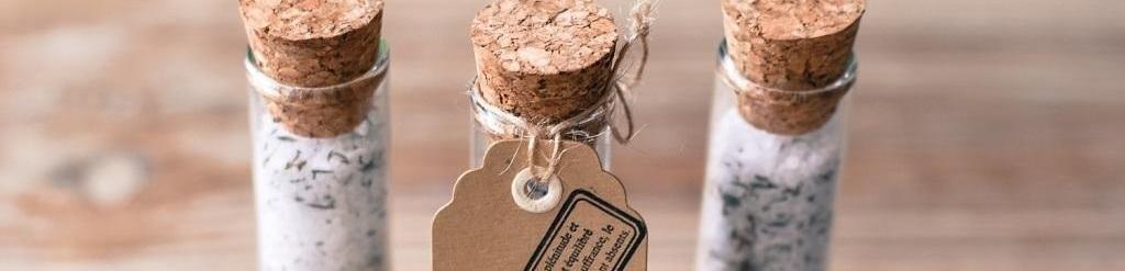 Mariage petit budget  DIY éprouvettes de sel au romarin pour vos invités