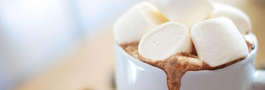 Du-chocolat-chaud-aux-chamallows-pour-mes-invités-