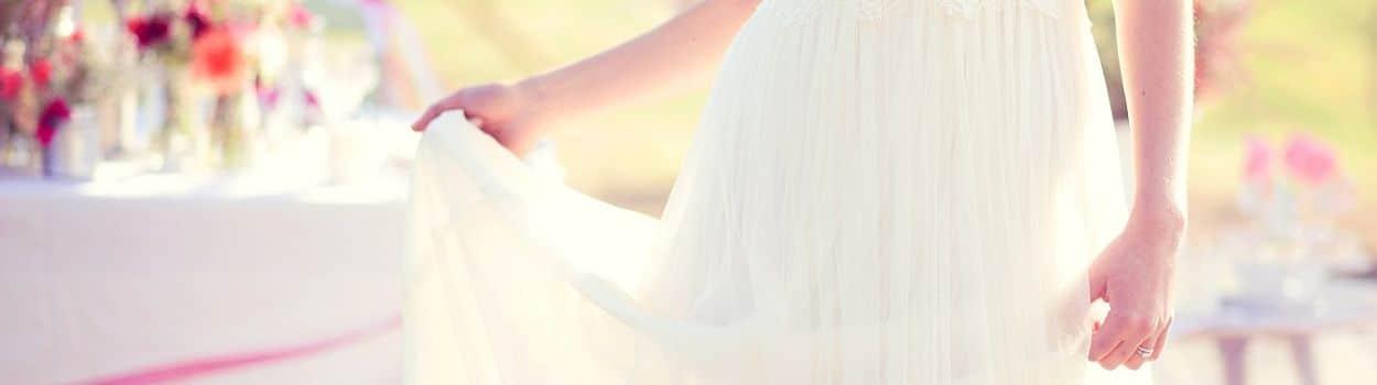 {Témoignages} Faut-il montrer sa robe de mariée à son chéri avant le mariage ?