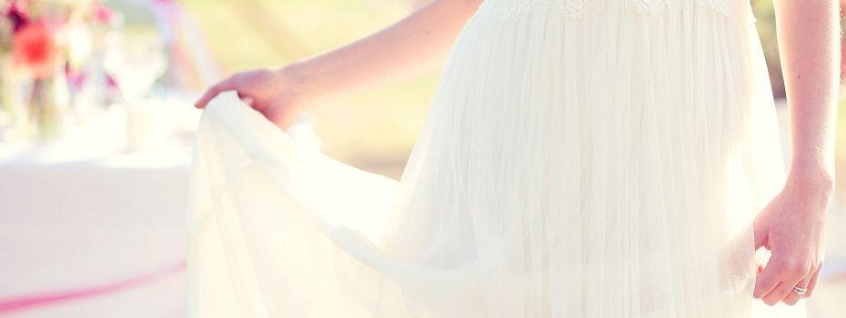 {Témoignages} Faut-il montrer sa robe de mariée à son chéri avant le mariage