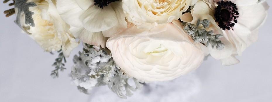 bouquet de mariée janvier mariage hiver, anémones, renoncules, rose david austin (2)