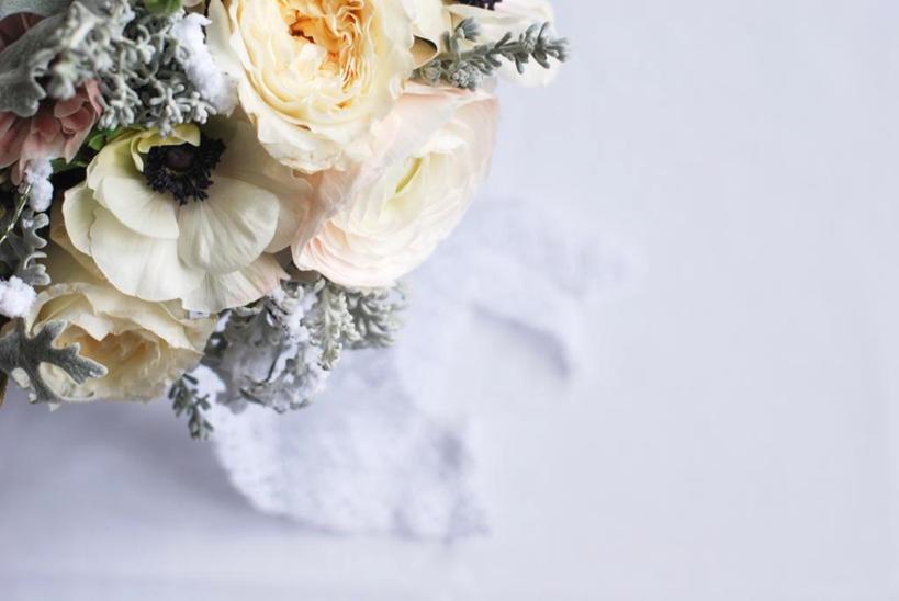 bouquet de mariée janvier mariage hiver, anémones, renoncules, rose david austin 6