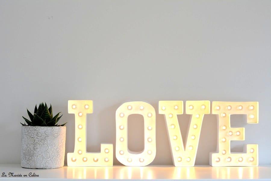 d coration les lettres lumineuses la mari e en col re blog mariage grossesse voyage de noces. Black Bedroom Furniture Sets. Home Design Ideas