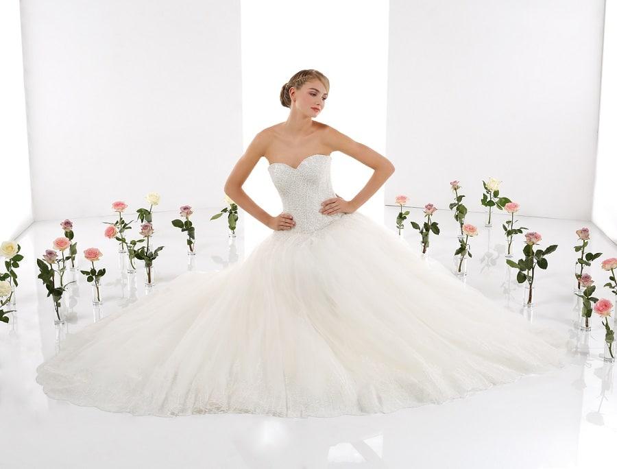 Robes de mari e 2016 10 mod les de princesse la mari e for Robes formelles pour 50e anniversaire de mariage