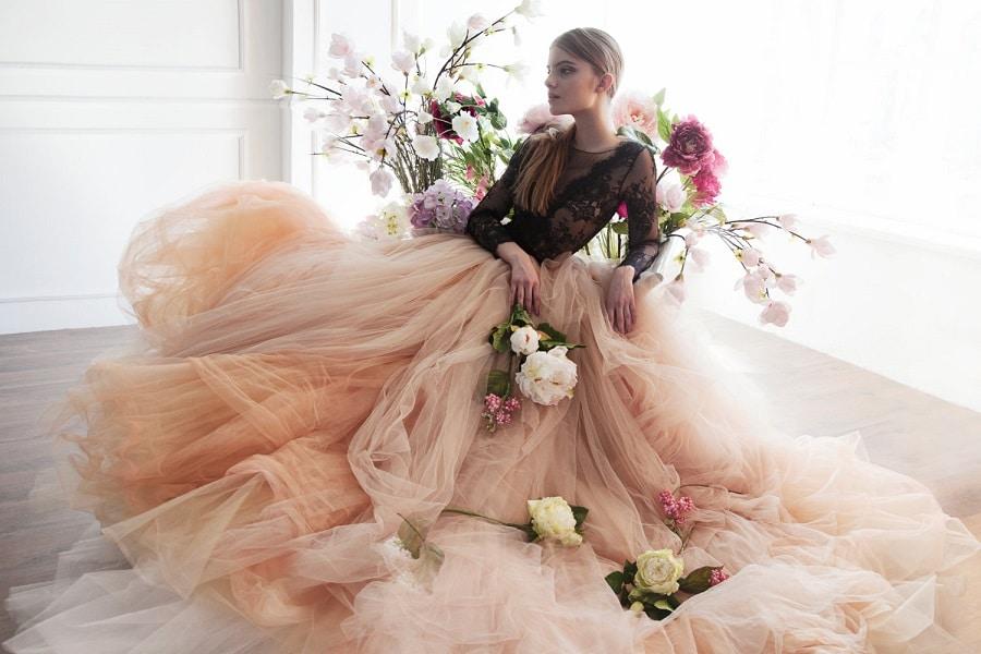 Mode Mariage} Une robe de mariée de couleur