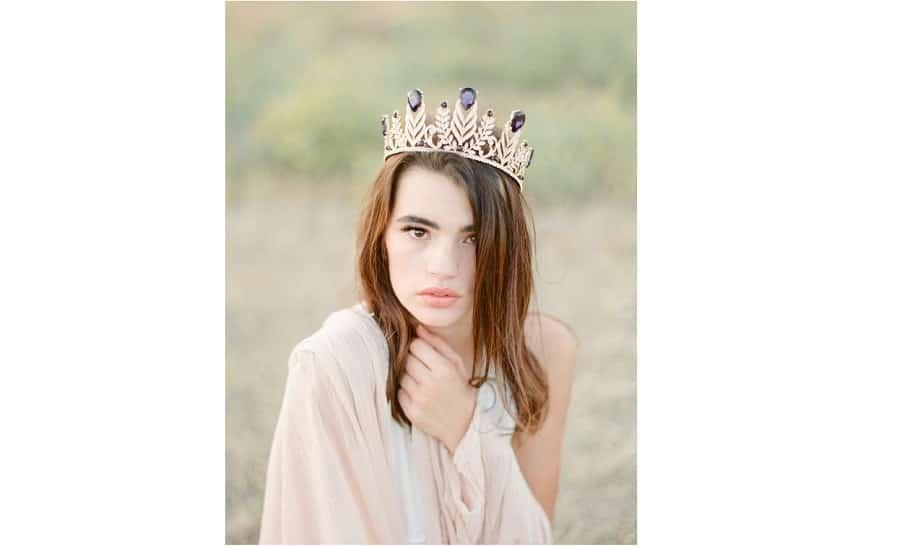 Coiffure de mari e 25 tiares et couronnes pour embellir votre look - Coiffure mariage temoin ...