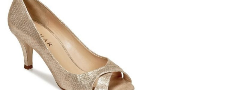 + 50 paires de chaussures dorées