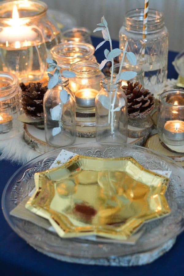 21 assiette dorée nappe bleu noel