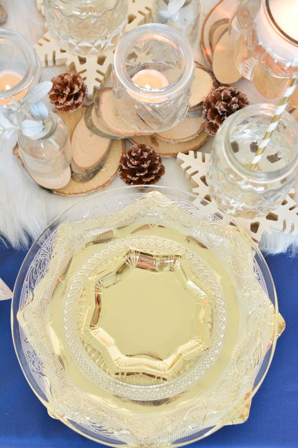 6 assiette dorée nappe bleu table noel