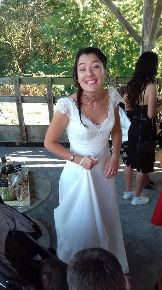 robe de mariée sobre manches dentelle
