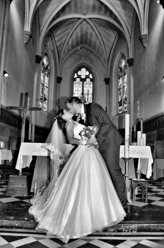 robe de mariage reine satin église