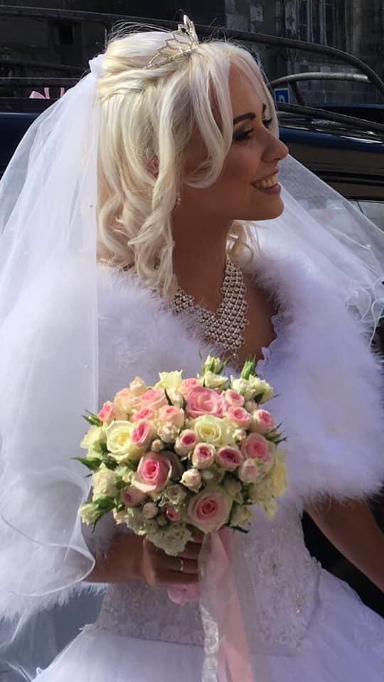 coiffure mariée cheveux épaules ondulés diadème