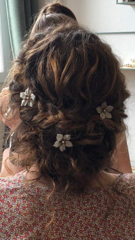 coiffure mariée cheveux bouclés