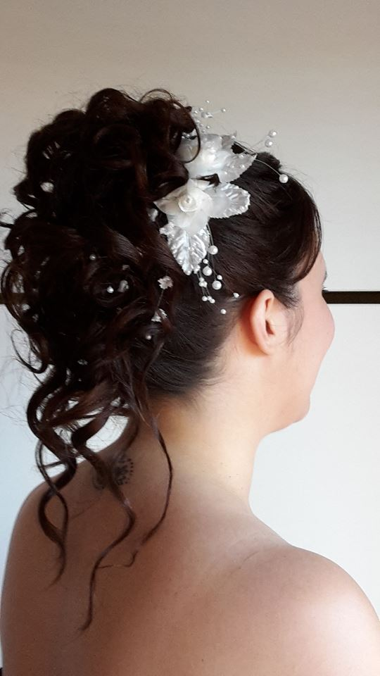 coiffure mariée chignon haut ondulé