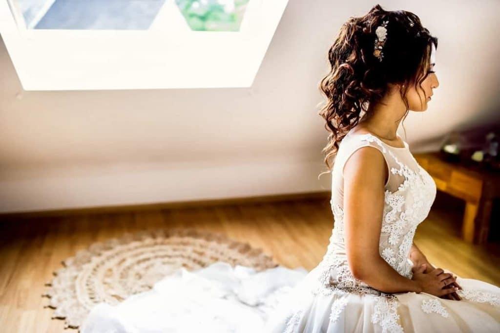 Coupe de cheveux mariage detache