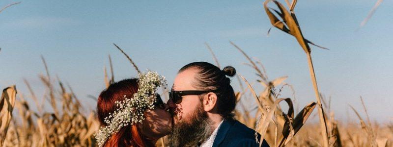 coiffure mariée simple cheveux courts couronne fleurs