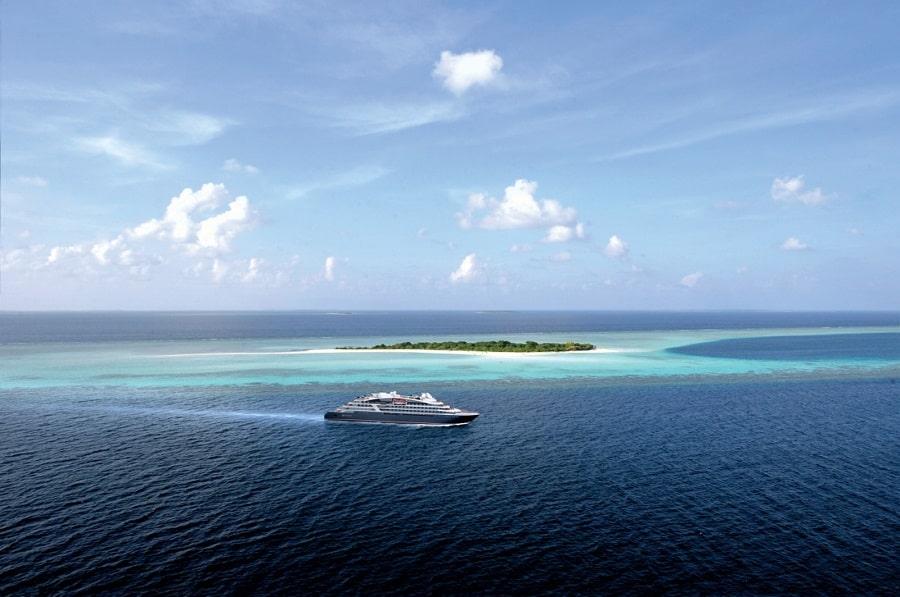 Explorer boat ocean indien rendu3d@loic-cardon