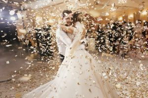 Qui m'accompagnera jusqu'à l'autel pour mon mariage ?