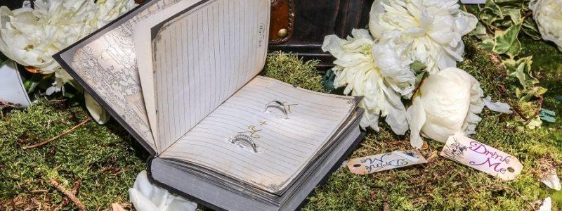 alliances-décoration-mariage-alice-au-pays-des-merveilles