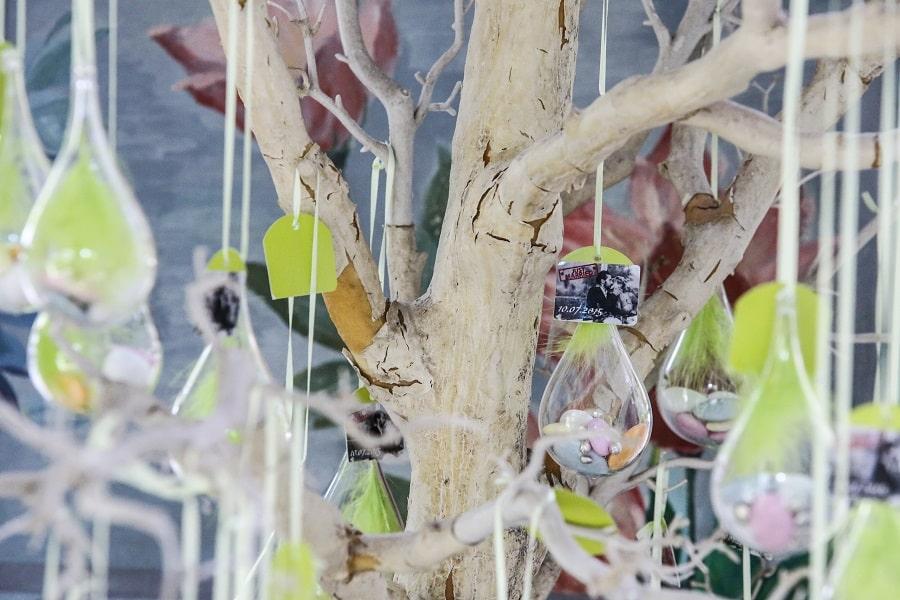 arbre-à-dragées-décoration-mariage-alice-au-pays-des-merveilles