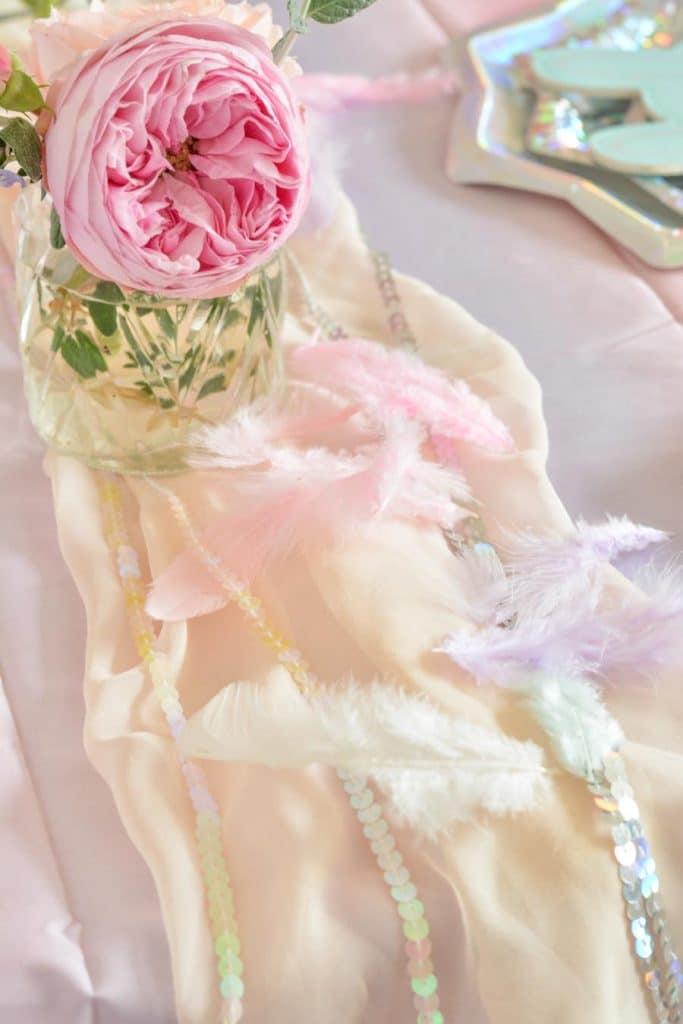 chemin-de-table-décoration-anniversaire-fille-licorne-1