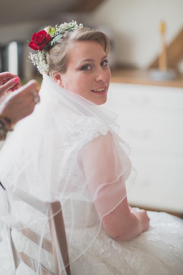 coiffure-mariée-fleurs-accessoire