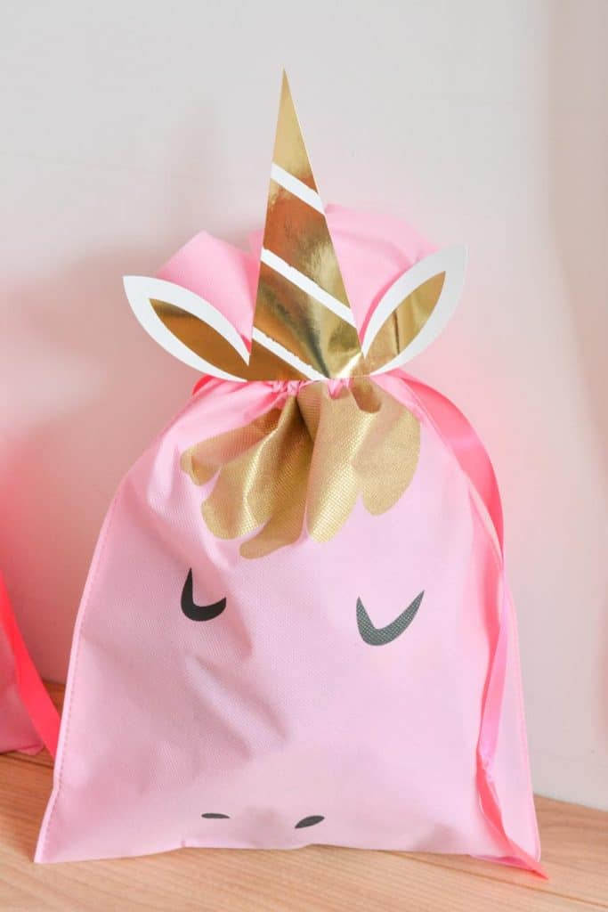 pochette-cadeau-décoration-anniversaire-fille-licorne