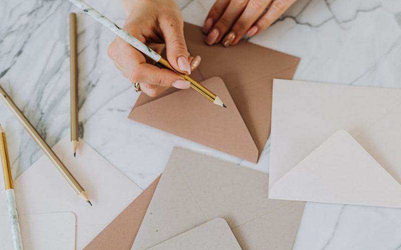 3 exemples d'emails pour demander des devis aux prestataires mariage