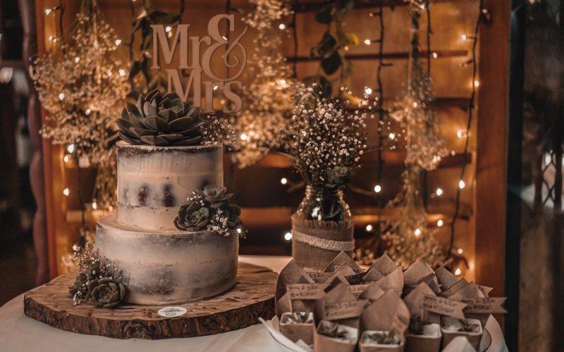 20 idées de présentations pour le dessert des marié·es